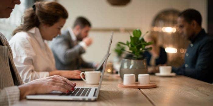 Scandics coworkingkoncept erbjuder enkelhet och tillgänglighet för den som vill arbeta var som helst från något av Scandics närmare 270 platser.